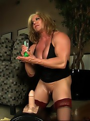 Bodybuilder Wanda Moore is dolled up in sexy thigh highs while riding the Sybian, her big clit vibrates fast.
