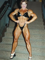 Andrea Izard is not massive compared to many of the women at the pro level, and her muscularity is almost delicate