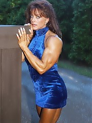 Diana Dennis has a great physique - strong, muscular back, deep abs, cut and defined triceps, and legendary thighs and calves