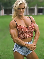 Raye Hollitt was one of WPW's most popular physique women