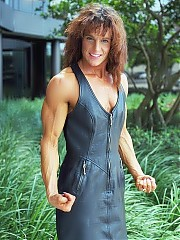 Danet Seely's triceps, chest and back are also chiseled, her legs are very lean, hard and well defined